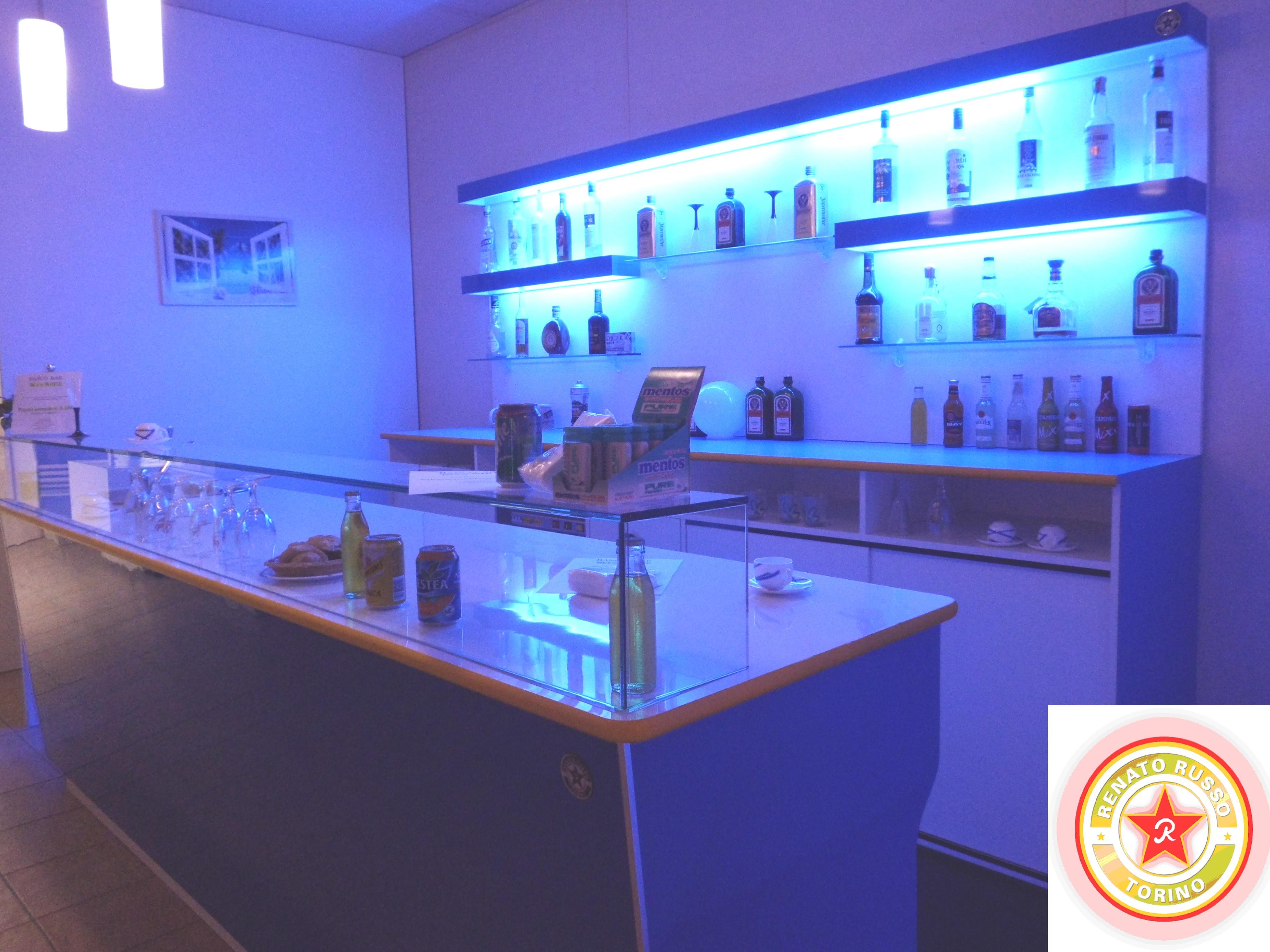 Prezzi banchi bar roma compra in fabbrica banconi bar for Arredi bar usati