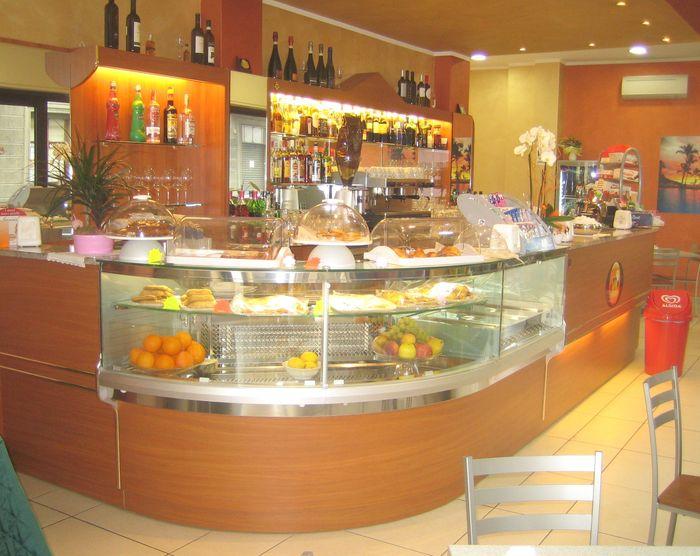 Banchi bar roma compra in fabbrica banconi bar for Arredamenti bar brescia