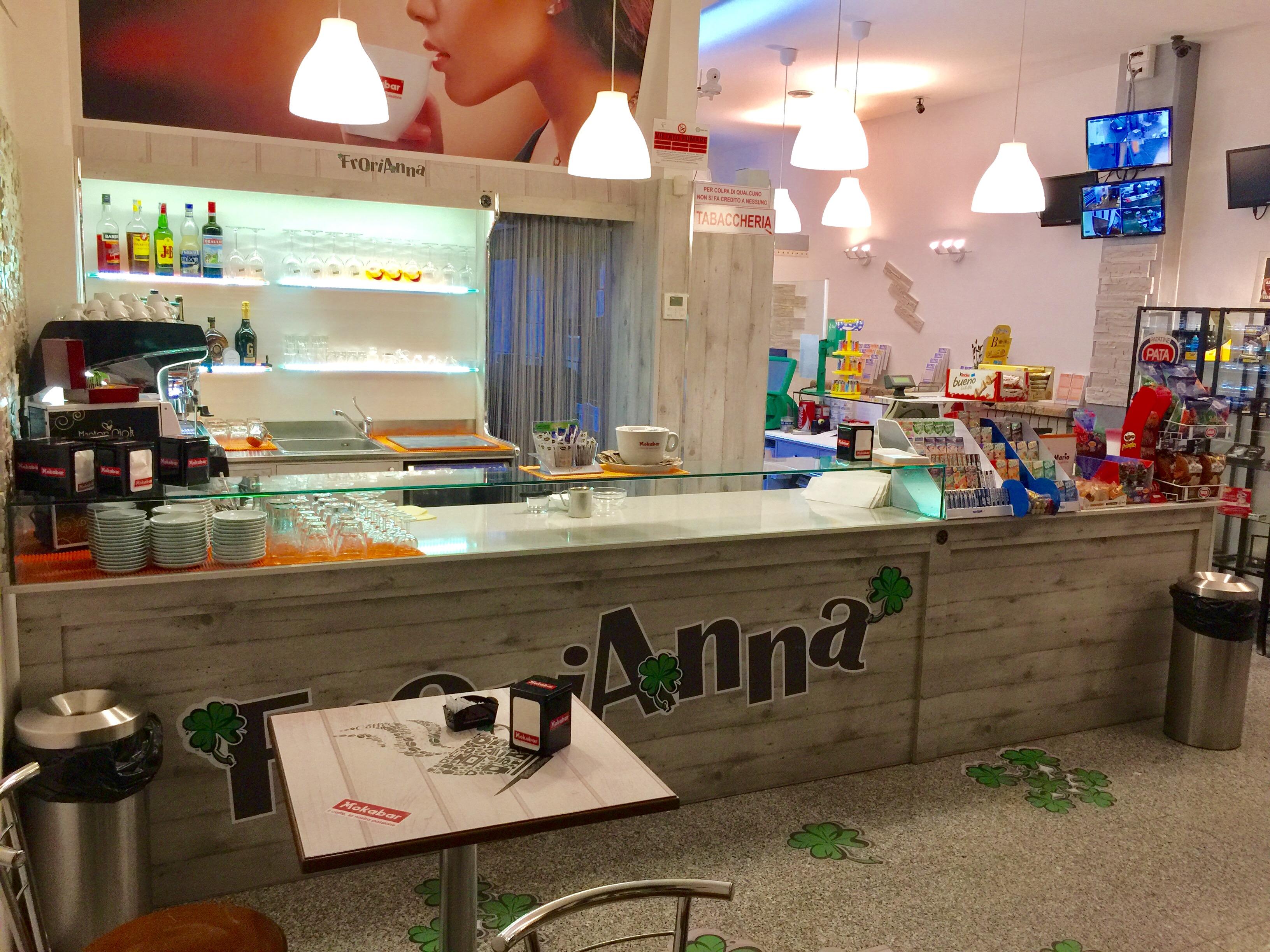 Banchi bar roma compra in fabbrica banconi bar for Arredamento tabaccheria prezzi